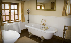 ванная с регулируемым окном